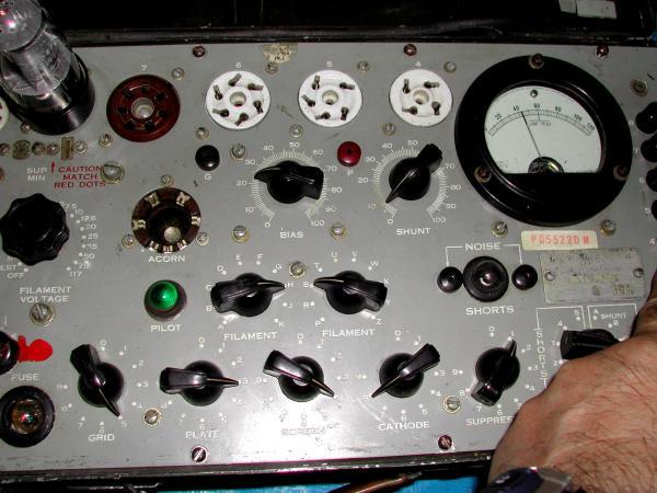 米軍TV-7 真空管試験器