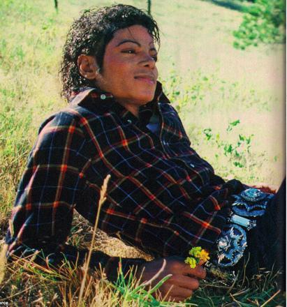 michael-jackson-relaxing.jpg
