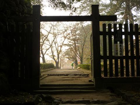 松江城の門
