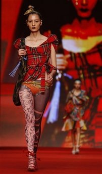 capt.27e49856f4e6492eaf332ab309cd5e1e.hong_kong_fashion_week_xkc127[2]