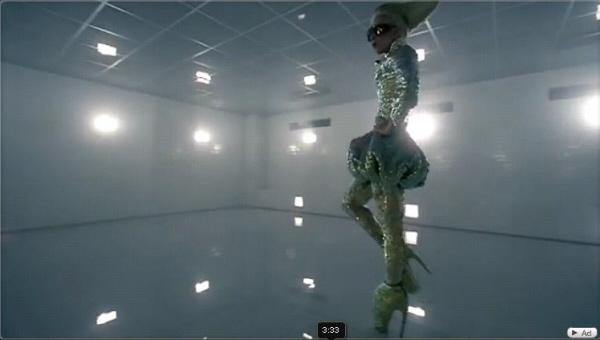 Lady Gaga Bad Romance Alexander McQueen 4[1]