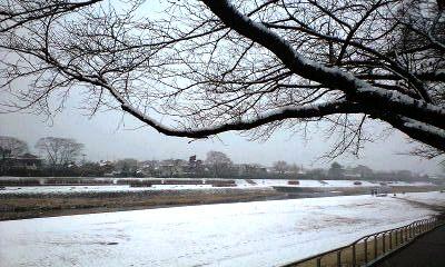 雪景色の鴨川