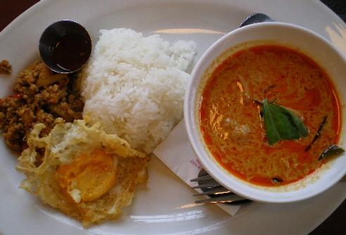 タイ料理をたっべる