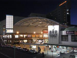 夜のJR長崎駅