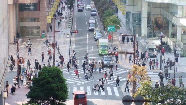 アバクロ福岡のイベントがあった交差点。奥が岩田屋