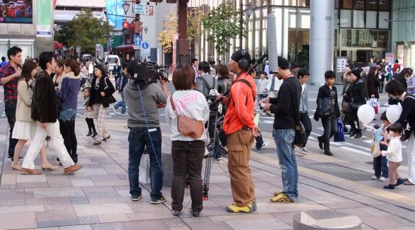 アバクロ福岡のイベントの取材にいらっしゃったKBC「アサデス」のスタッフさんたち