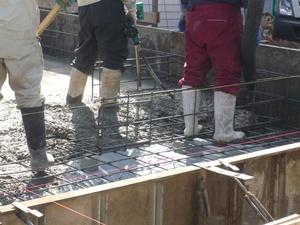 コンクリート打設中5