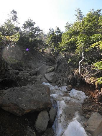 雪と岩の急登