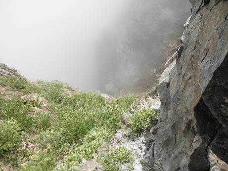 谷底から雲