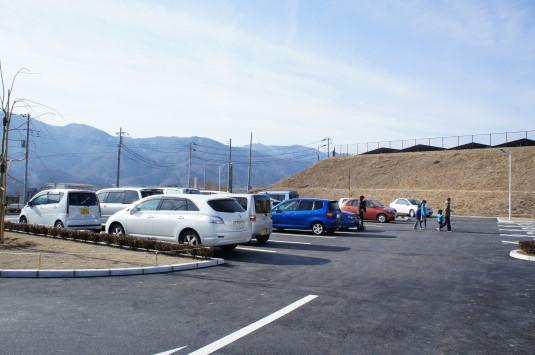 米倉山太陽光発電所 駐車場1