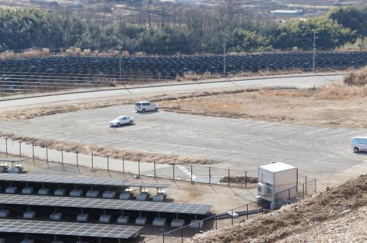 米倉山太陽光発電所 駐車場2