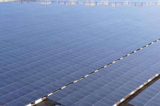 米倉山太陽光発電所 ソーラーパネル