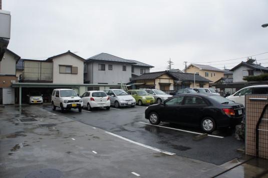 秋山製作所 駐車場