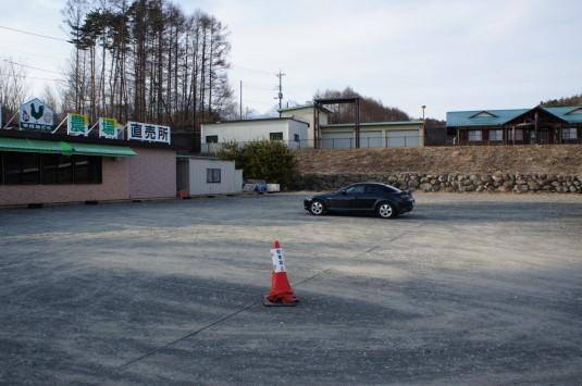 甲州地鶏 中村農場 駐車場