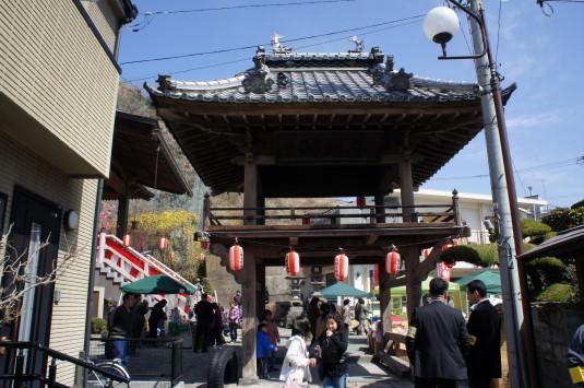 穴観音祭り 門
