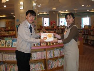 青森市民図書館に寄贈しました。
