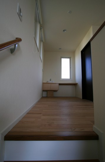 階段2階ホール004