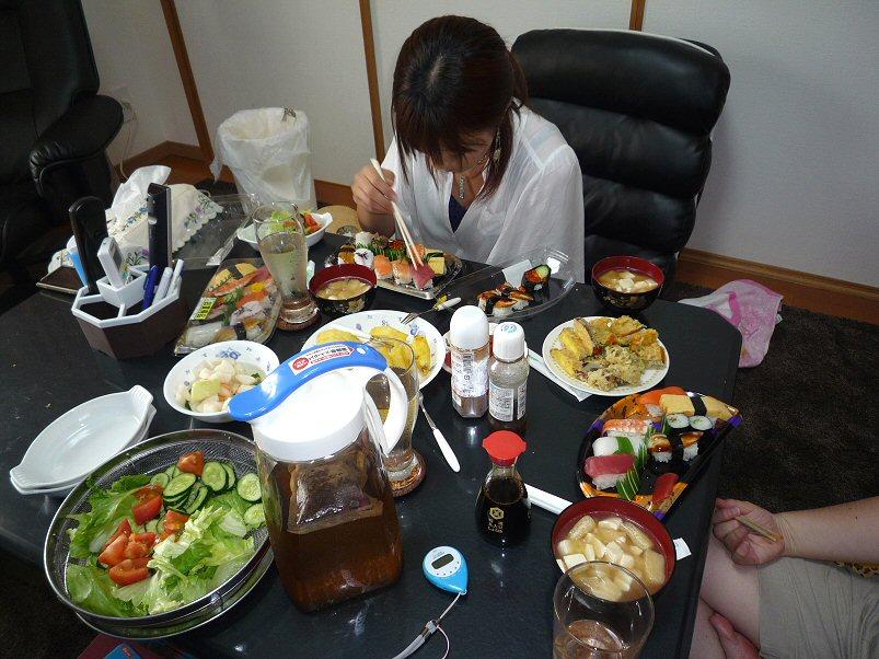 お昼ごはんP1220225