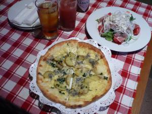 ④種チーズとジャガイモのピッザ