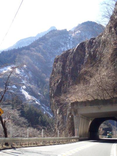 ぐぐっときますねぇ@R140 秩父市大滝 大血川分岐付近