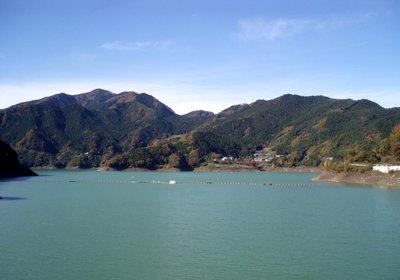 秋の神流湖