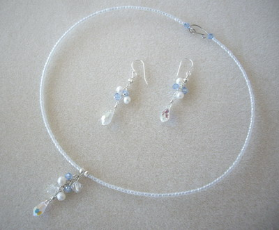 Snow beauty choker