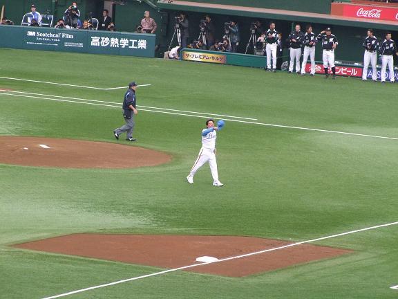 東尾元投手による始球式