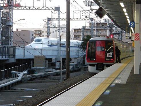 新幹線と並走する253系NEX