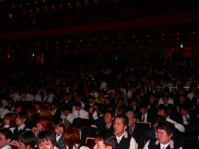 写真キャプション=当日、会場となった「クレオ大阪中央」には約1000名の観客や関係者が集まった