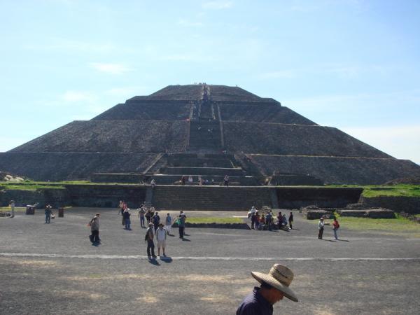 テオティワカン 太陽のピラミッド1