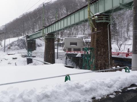 列車がやってくる、鉄橋2
