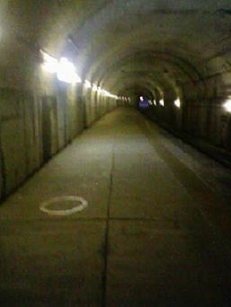 トンネルにて