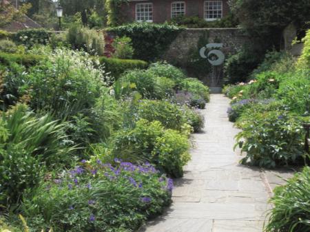 L garden
