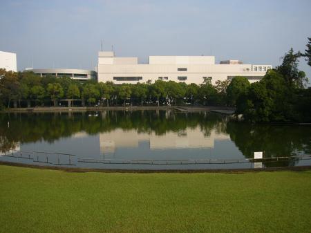 多摩クラフトフェア会場の池_convert_20111016230349