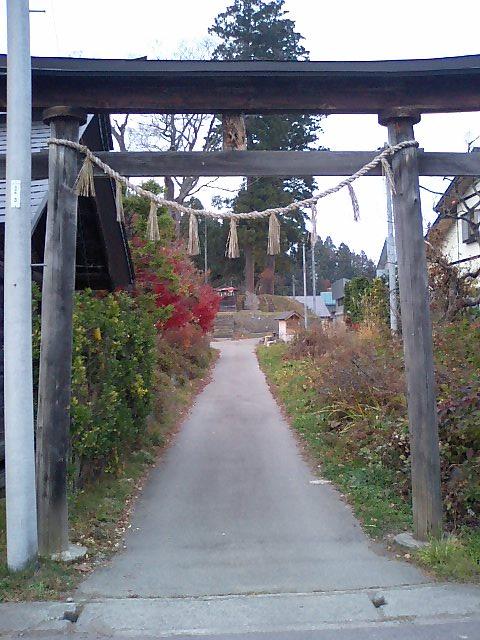 神社の小径30;諏訪神社