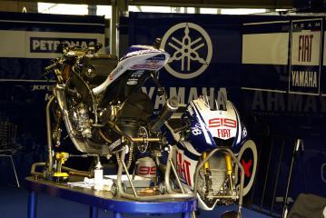 moto1010105.jpg