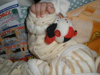 赤ちゃんの手&絵本です