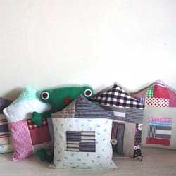 お家の形クッション