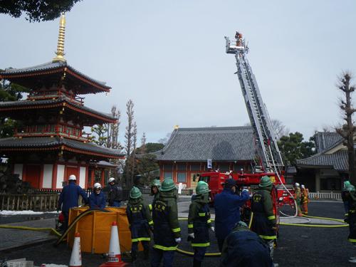 お寺の消防訓練
