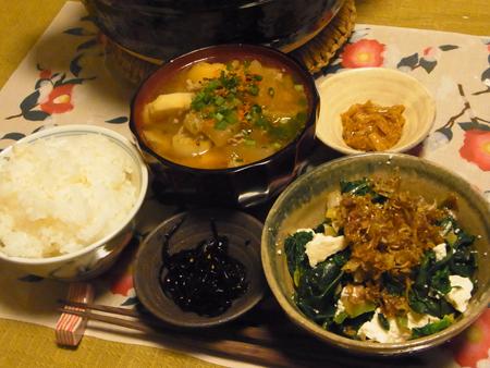 2豚汁・ほうれん草と豆腐のじゃこソース定食
