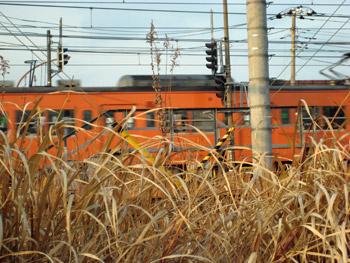 オレンジの中央線