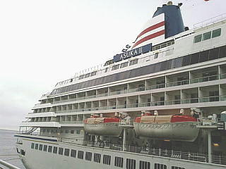 神戸港の飛鳥Ⅱ側面