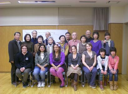 参加者一同で喜びの記念写真