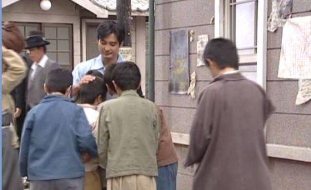 人生7309ヒョンウのもとに駆け込むテント学校の子供達