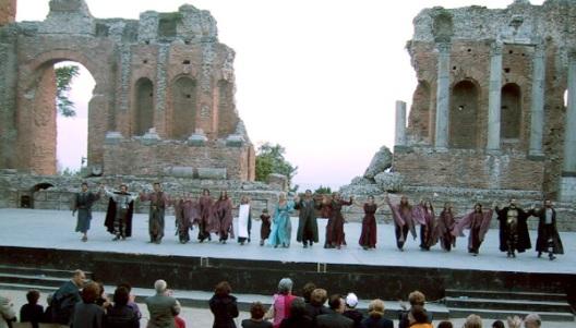 タオルミナのテアトログレコで今も上演されるギリシャ劇