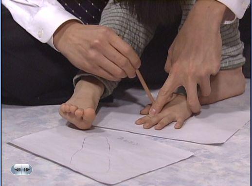 うシン・ソンジェの足、シン・ソンジェの手
