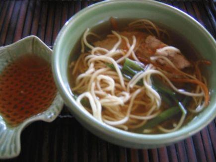 ベトナムの麺 ひやむぎみたいな食感 味はイマイチ