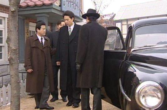 人生14301 検察官に連行されるヒョンシク