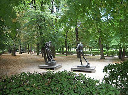 庭園の彫刻たち