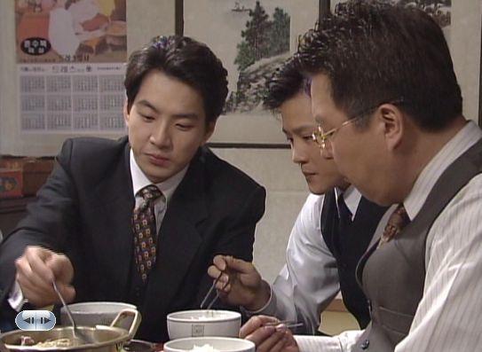 Iしかたなく味噌汁鍋にいくヒョンシクであった。